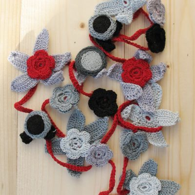 Cotton crochet flower necklaces - medium