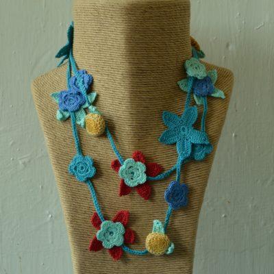 Crochet flower necklaces - medium length